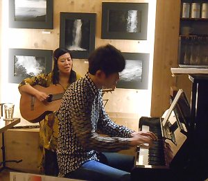 ボーダーレスに活躍するサックスプレイヤーとピアニストによる生音ライヴ