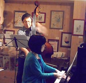 """ベースとともに""""いなせ""""なジャズピアニストによるジャズライヴ"""