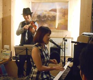 クリスタルヴォイスの歌姫とジャズヴァイオリニストの共演ライヴ