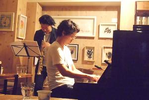 ジャズの街のエッセンスと豊かな感性に満ちたサックスとピアノのデュオライヴ