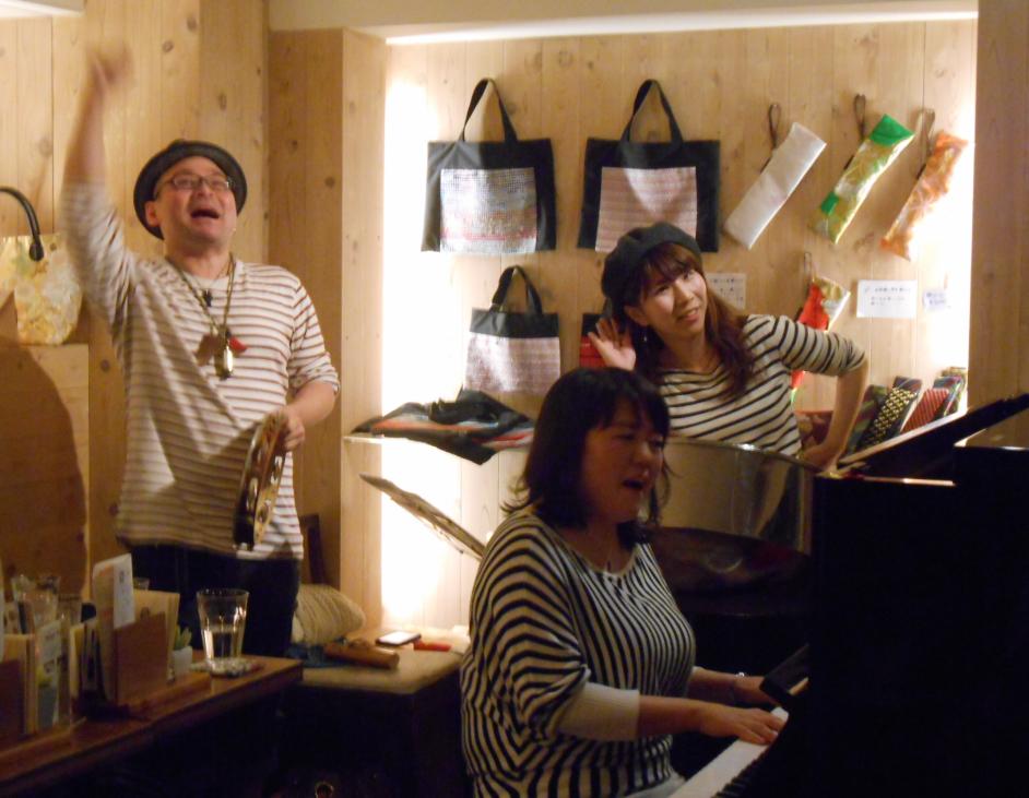 ちょっと南国でどこか懐かしい、そして心地よい音楽を生み出すトリオ楽団のライヴ