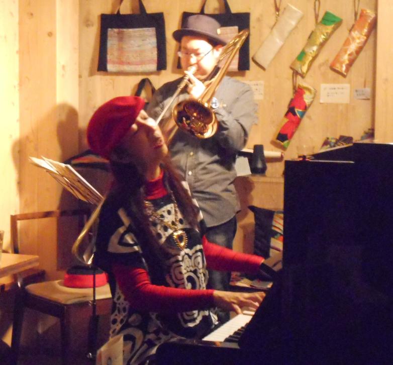 ニューオリンズジャズをこよなく愛するトロンボーン奏者とピアニストによるライヴ