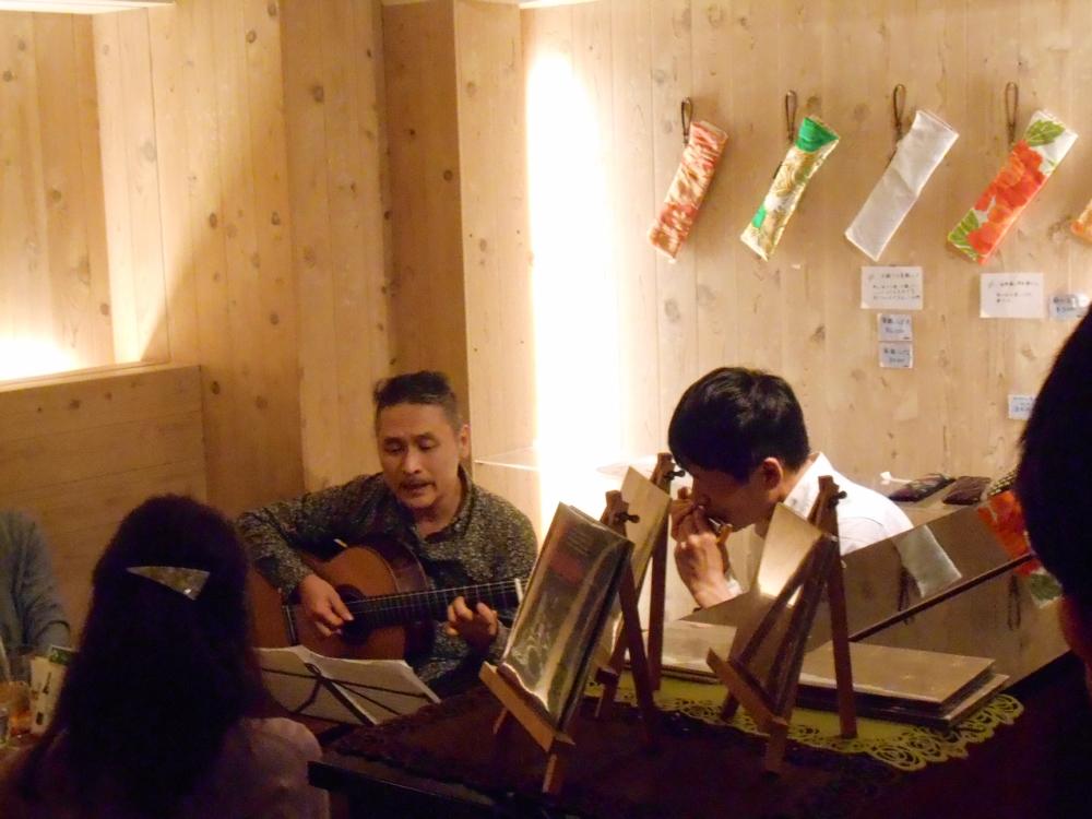 ブラジル音楽からビートルズ、バカラックまでうつくしい旋律を奏でるデュオのライヴ