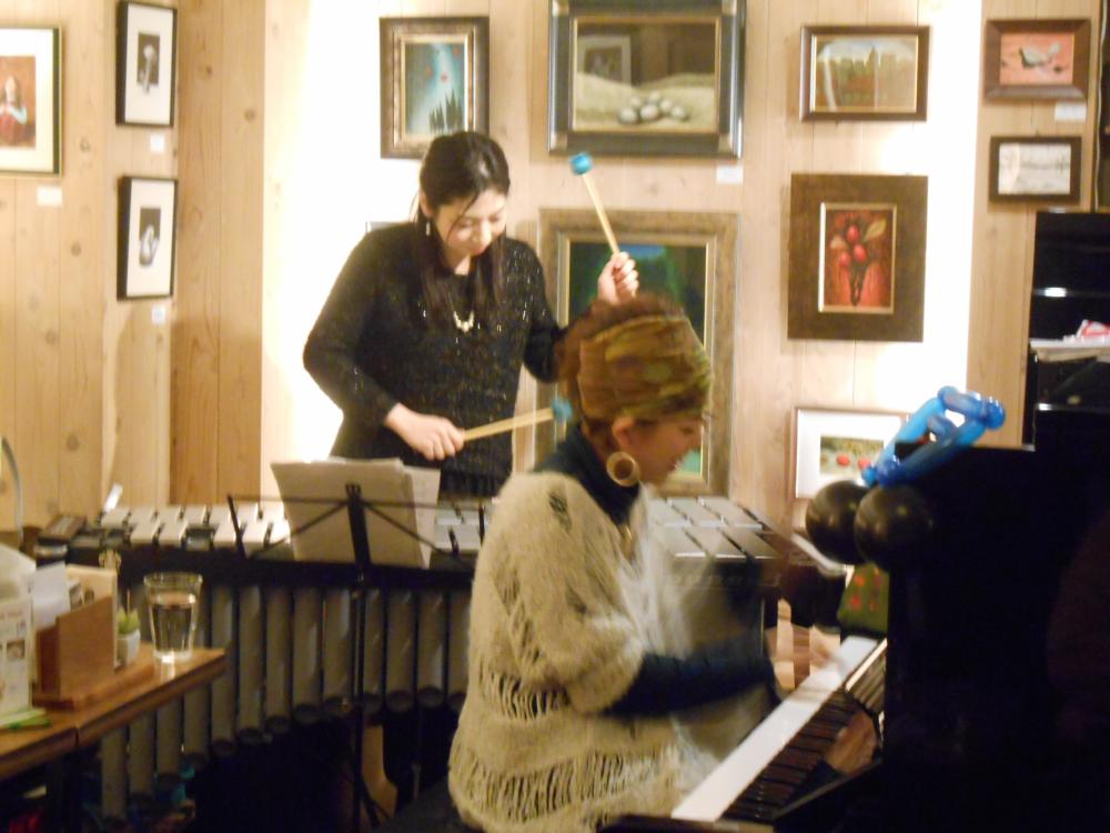ピアノとヴィブラフォンによる壮大なストーリーを旅するようなライヴ