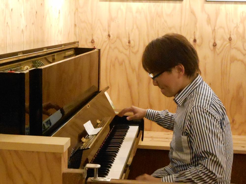 音がさまざまな輝きを放つ光の粒となって空間を満たすピアノの生演奏です