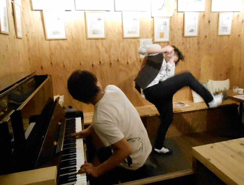 """タップダンスとモダンジャズピアノによる歌心溢れる""""ジャズ""""の生演奏です"""