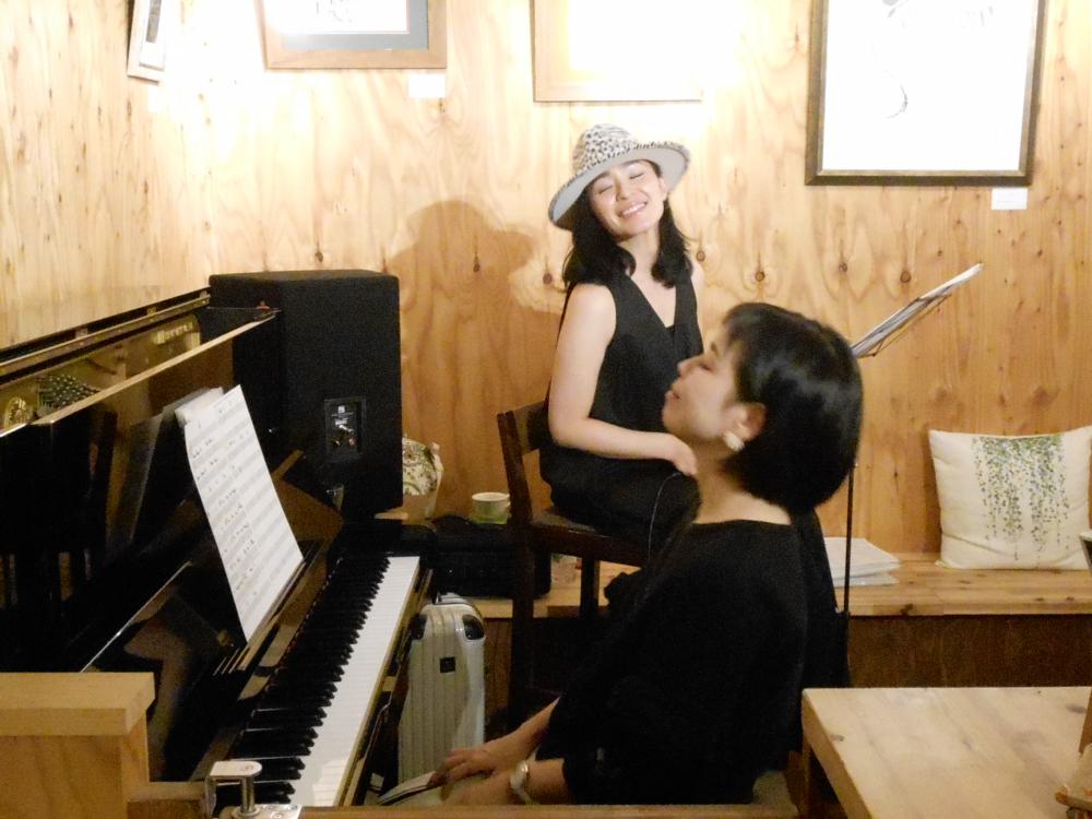 大人であること、を愉しむ歌とピアノの生演奏です