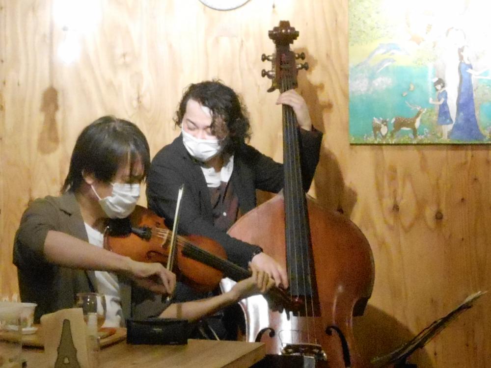 """※「緊急事態措置」要請時間にて開催※ ヴァイオリンとベースの""""カッコイイハーモニー""""の生演奏です"""