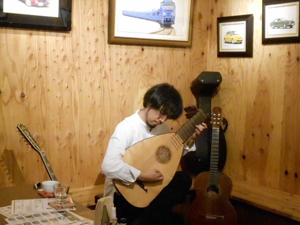 世界の多様なギターサウンドを、繊細に表現するソロギター演奏です