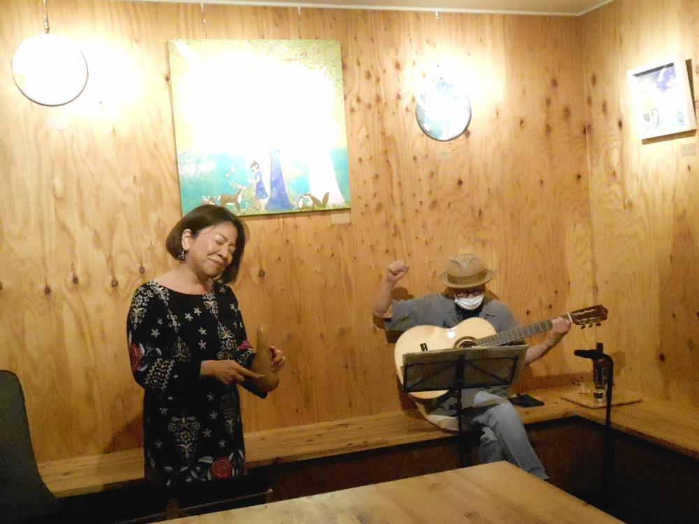 キューバ・ルーツ音楽「ソン」の聖地に迷い込んだかのような生演奏です