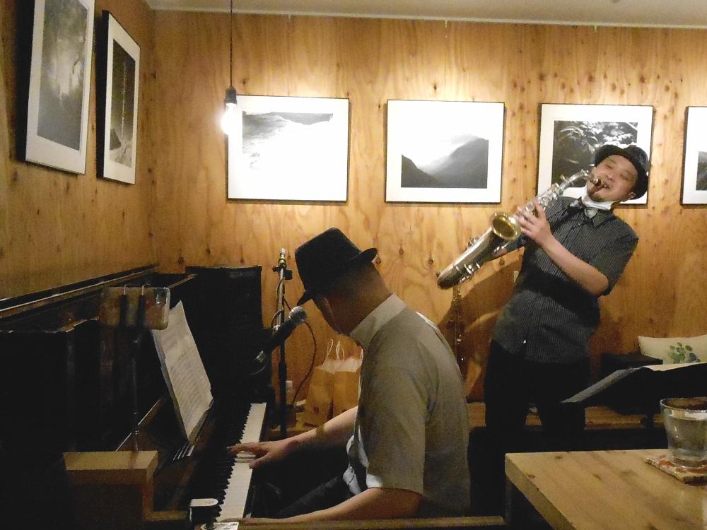 ※緊急事態延長に伴い開催時間変更※ 華麗なるジャズで彩るショータイムのような生演奏です